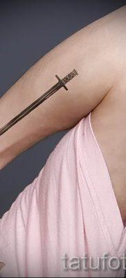 фото пример тату меч – картинка для статьи про значение татуировки 33