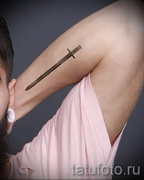 фото пример тату меч - картинка для статьи про значение татуировки 33