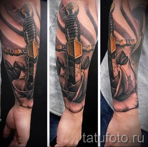 фото пример тату меч - картинка для статьи про значение татуировки 34