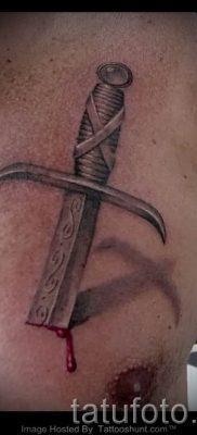 фото пример тату меч – картинка для статьи про значение татуировки 42