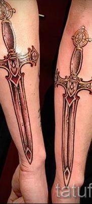 фото пример тату меч – картинка для статьи про значение татуировки 43