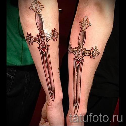 фото пример тату меч - картинка для статьи про значение татуировки 43