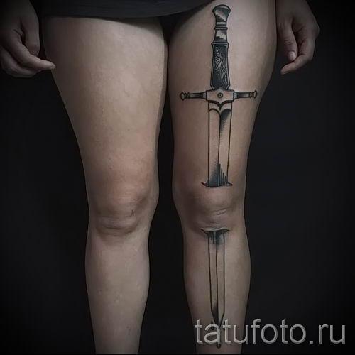 фото пример тату меч - картинка для статьи про значение татуировки 44