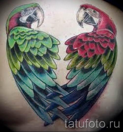 фото пример тату попугай для статьи про значение тату с попугаем - 15