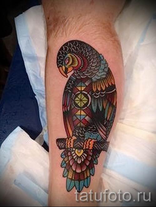 фото пример тату попугай для статьи про значение тату с попугаем - 29