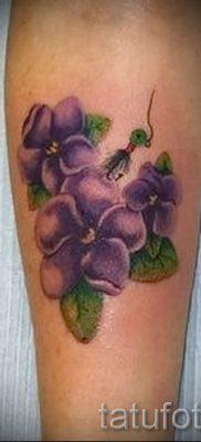 фото татуировки фиалка для статьи про значение тату фиалка – tatufoto.ru – 2