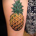 фото тату ананас для статьи про значение татуировки с ананасом - tatufoto.ru - 17