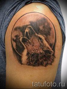 Наколки волка воющего на луну