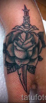 фото тату кинжал и роза пример для статьи про значение татуировки – tatufoto.ru – 12