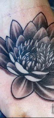 фото тату кувшинка для статьи про значение татуировки с кувшинкой – tatufoto.ru – 1