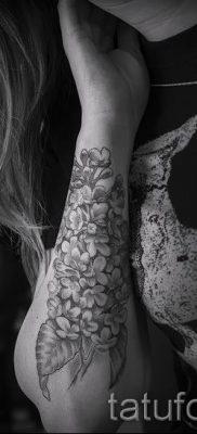 фото тату сирень для статьи про значение татуировки сирень – tatufoto.ru – 2