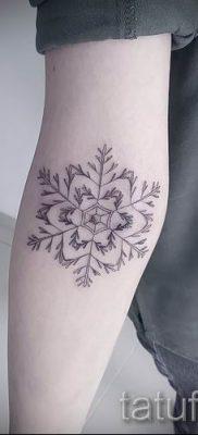 фото тату снежинка для статьи про значение татуировки снежинка – tatufoto.ru – 38