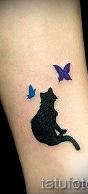 фото тату с черной кошкой для статьи про значение татуировки – tatufoto.ru – 1