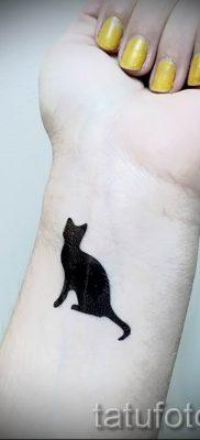 фото тату с черной кошкой для статьи про значение татуировки – tatufoto.ru – 41