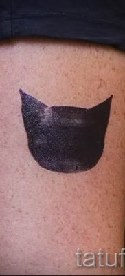 фото тату с черной кошкой для статьи про значение татуировки – tatufoto.ru – 46