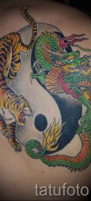 фото тату тигр и дракон для статьи про значение татуировки – tatufoto.ru – 8