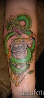 фото тату тигр и дракон для статьи про значение татуировки – tatufoto.ru – 15