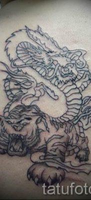 фото тату тигр и дракон для статьи про значение татуировки – tatufoto.ru – 17