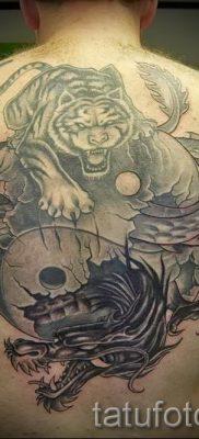 фото тату тигр и дракон для статьи про значение татуировки – tatufoto.ru – 23