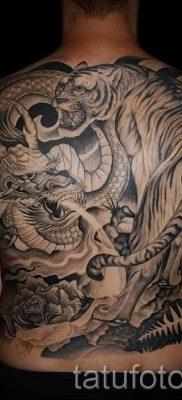 фото тату тигр и дракон для статьи про значение татуировки – tatufoto.ru – 34