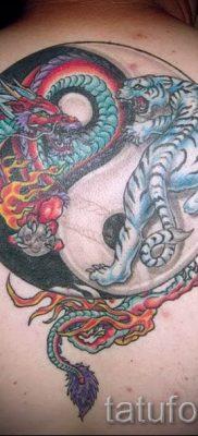 фото тату тигр и дракон для статьи про значение татуировки – tatufoto.ru – 37