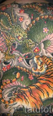 фото тату тигр и дракон для статьи про значение татуировки – tatufoto.ru – 41