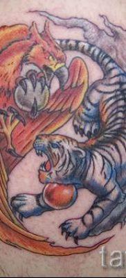 фото тату тигр и дракон для статьи про значение татуировки – tatufoto.ru – 46