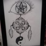 Интересный вариант рисунка татуировки – знак Инь-Янь, который подойдет для крутого эскиза тату инь-янь