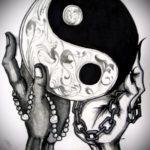Интересный вариант рисунка наколки – символ Инь-Янь, который подойдет для классного эскиза татуировки инь-янь