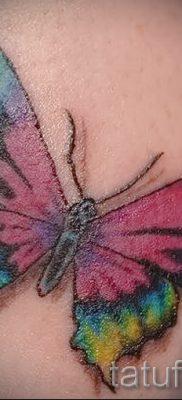 Интересный вариант татуировки радуга на фотографии – для статьи про историю рисунка радуги в тату