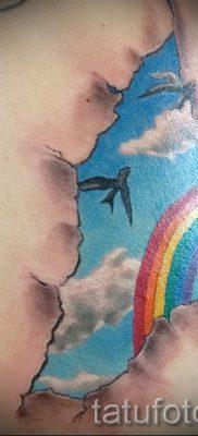 Прикольный пример тату радуга на фото – для публикации про историю рисунка радуги в тату