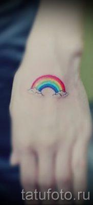 Оригинальный пример наколки радуга на фото – для статьи про толкование рисунка радуги в тату