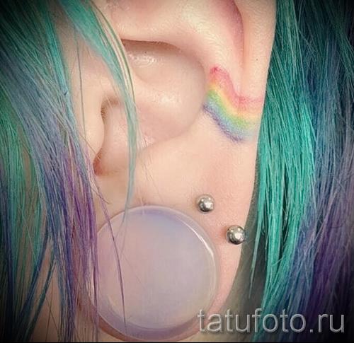 Необычный пример татуировки радуга на фотографии – для статьи про смыс рисунка радуги в тату