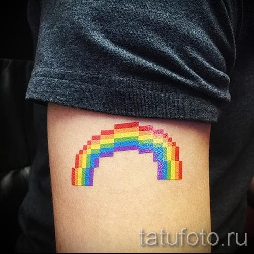 Прикольный вариант татуировки радуга на фотографии – для материала про значение рисунка радуги в тату