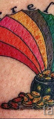 Необычный пример татуировки радуга на фотографии – для публикации про толкование рисунка радуги в тату