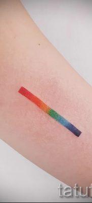 Прикольный вариант тату радуга на фотографии – для статьи про историю рисунка радуги в тату