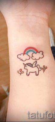 Крутой пример тату радуга на фото – для статьи про смыс рисунка радуги в тату