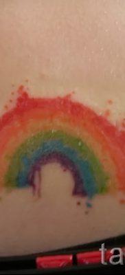 Оригинальный пример татуировки радуга на фото – для статьи про толкование рисунка радуги в тату
