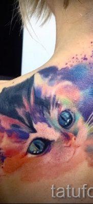 Необычный пример татуировки радуга на фотографии – для публикации про историю рисунка радуги в тату