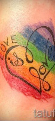 Необычный вариант татуировки радуга на фотографии – для статьи про толкование рисунка радуги в тату