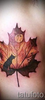 Идея классного рисунка в выполненной татуировке с кленом для материала про смысл клена в тату