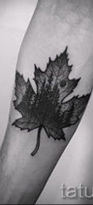 Идея прикольного рисунка в уже нанесенной татуировке клен для статьи про историю клена в тату