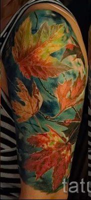 Вариант интересного рисунка в выполненной татуировке с кленом для публикации про значение клена в татуировке
