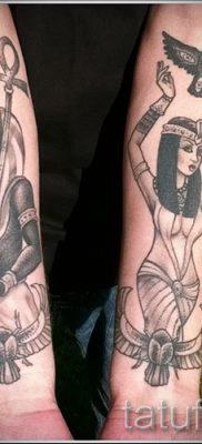 Уникальный вариант татуировки сфинкс – можно использовать для тату на плече цветная кошки сфинксы