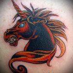 Оригинальный вариант нанесенной тату единорог – рисунок подойдет для тату единорог прикол