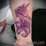 Крутой пример нанесенной татуировки единорог – рисунок подойдет для тату единорога на шее
