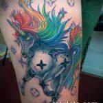 Интересный вариант нанесенной тату единорог – рисунок подойдет для тату единорог и радуга