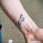 Зачетный вариант выполненной татуировки единорог – рисунок подойдет для тату единорога на шее