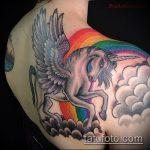 Классный пример существующей татуировки единорог – рисунок подойдет для тату единороги пегасы