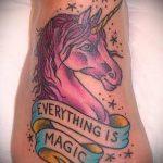Оригинальный пример готовой татуировки единорог – рисунок подойдет для тату единорога за ухом